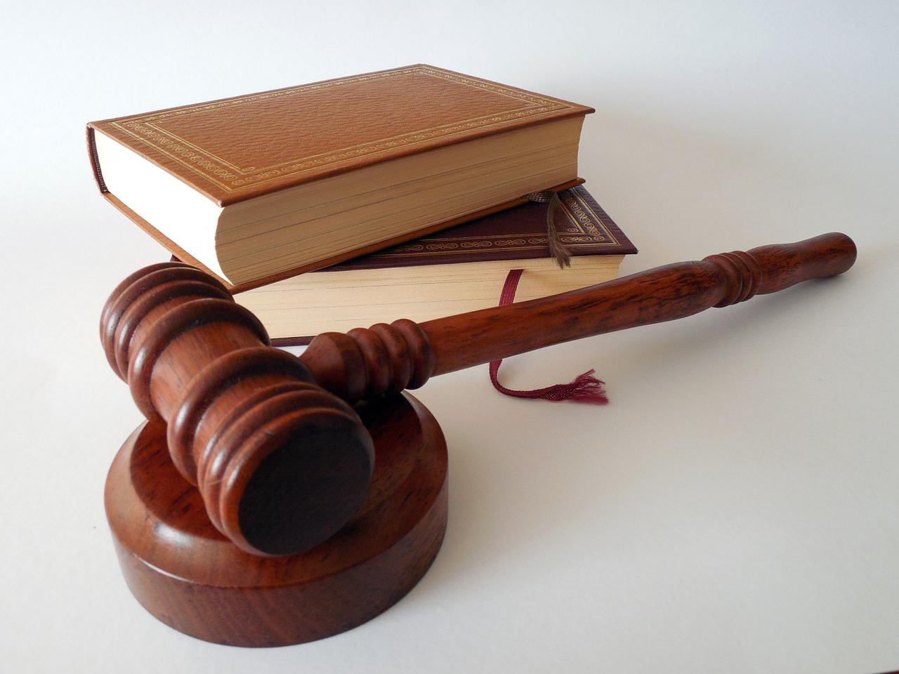 Att tänka på när man ska hyra advokat